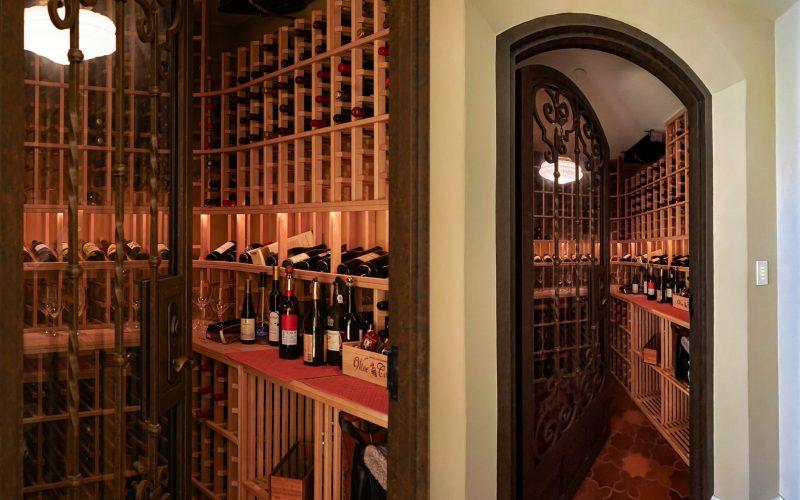 Wine Room fits 1,00 bottles